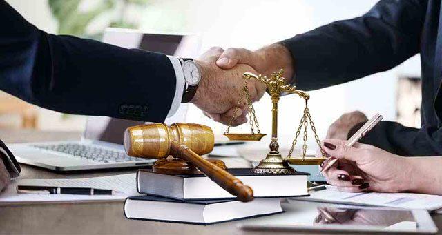 Pengacara atau penasihat hukum
